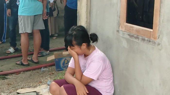 Suci: Sekolah Kami Sudah Terbakar, Siswa Menangis di Samping SDN 175 Telanaipura yang Hangus