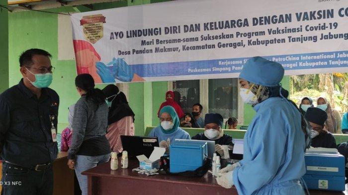 Bersama Dinkes PetroChina Gelar Vaksinasi di Desa Pandan Makmur