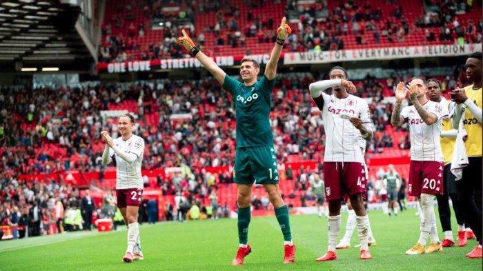 Skuad Aston Villa merayakan selebrasi usai sukses mengalahkan Man United di Old Trafford