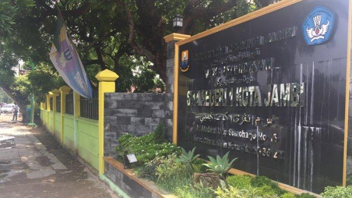 Sejarah SMA Negeri 1 Kota Jambi, Didirikan oleh Sudarsono Wali Kota Jambi Tahun 1955