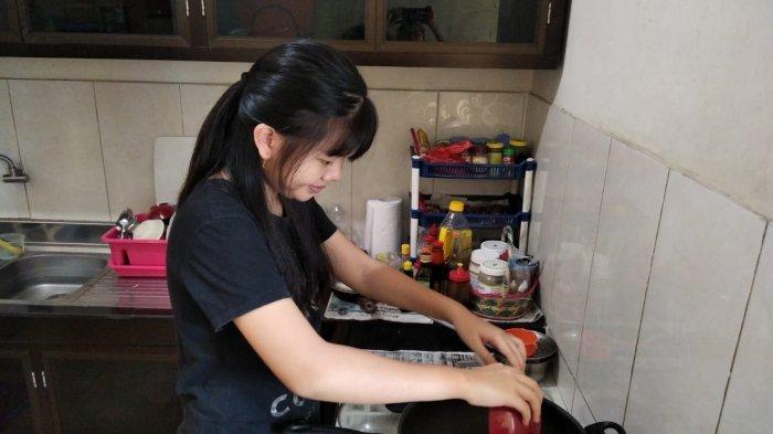 Orang Tua Sulit Membagi Waktu Antara Pekerjaan dan Mendampingi Belajar di Rumah