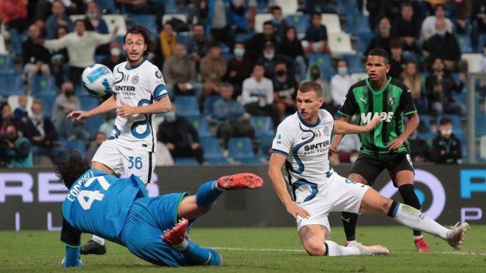 Striker Inter Milan, Edin Dzeko sukses menciptakan gol ke gawang Sassuolo di Liga Italia pekan ke-7