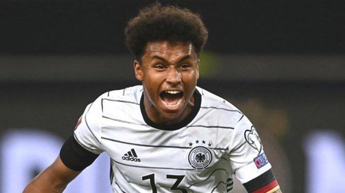 Striker muda Timnas Jerman yang bermain di klub RB Salzburg, Karim Adeyemi. Bakat pemain berusia 19 tahun ini menjadi incaran klub-klub besar Eropa.