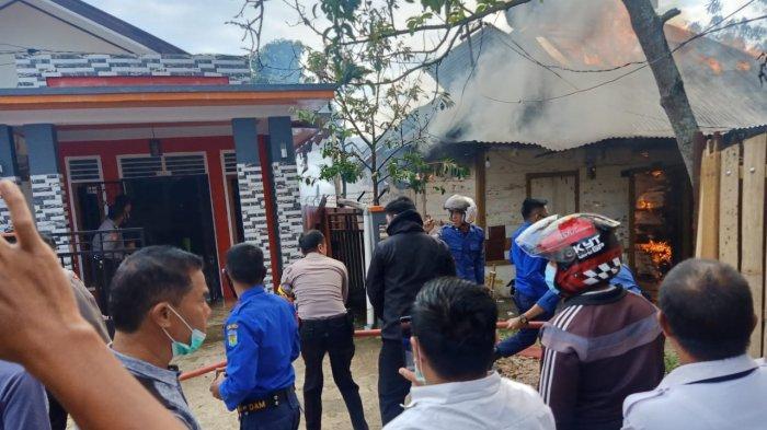 Anggi Teriak Minta Tolong, Rumah Warga di Belakang SMPN 2 Sungai Penuh Terbakar