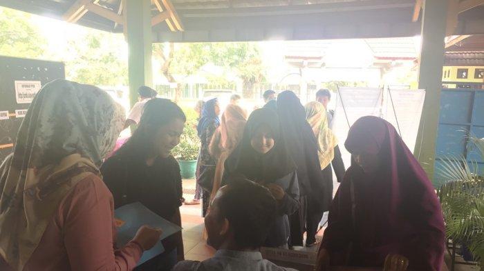 Antrean di SMAN 1 Kota Jambi, Pendaftaran Online Tak Ada Masalah