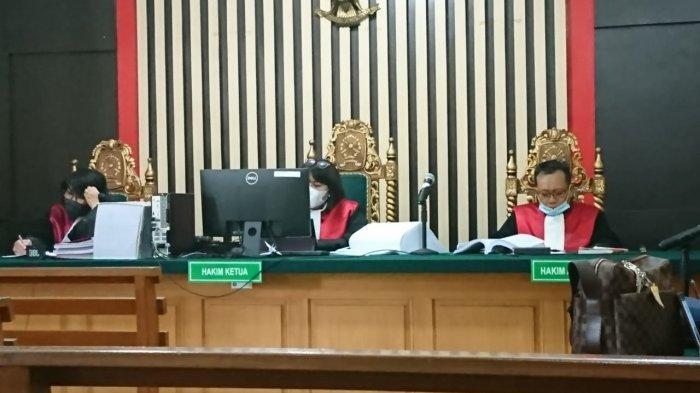 BREAKING NEWS Sidang Ketok Palu Mantan Ketua DPRD Jambi Cornelis Buston Divonis 5 Tahun Penjara