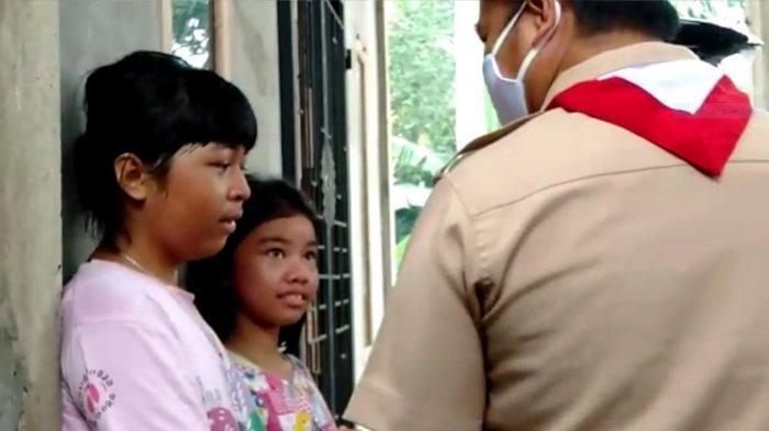 Sambil Menangis Berlarian Siswa SDN 175 Telanaipura Jambi Amankan Buku, Sekolah Dilalap Api