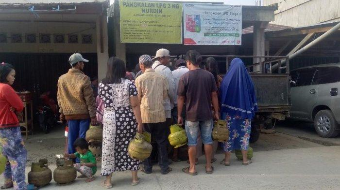 Ibu Rumah Tangga di Kerinci Mengeluh Sulit dan Mahalnya Gas Elpiji 3 Kg