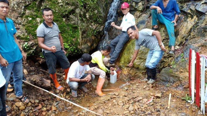 Inilah Khasiat Air Asin Dari Gunung Inum Tinggi Sarolangun, Kadar Yodium Lebih Dari Garam Biasa