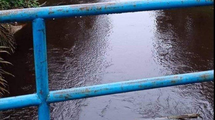 Warga Tanjung LebarMuarojambi Keluhkan Air Sungai Berwarna Hitam Pekat, DidugaTercemar Limbah