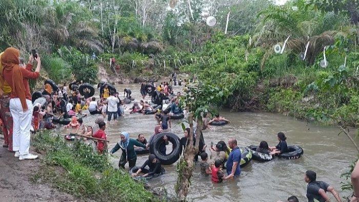 Betah Mandi Berlamaan, Wisata Sungai Napal Muarojambi Ramai Dikunjungi di Akhir Pekan