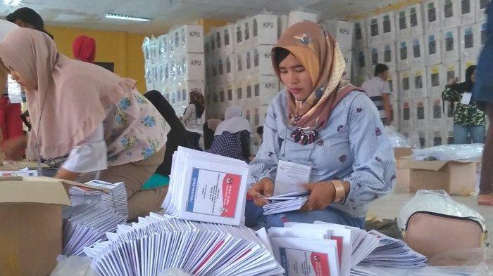 Mati Lampu dan Atap Bocor, KPU Kota Jambi Hentikan Pelipatan Surat Suara