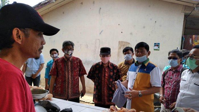Calon Wakil Gubernur Jambi No 2 Belanja Bersama Masyarakat di Pasar PU Muara Tembesi