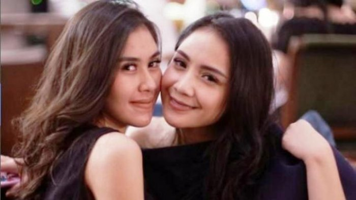 Belahan Dress Syahnaz Jadi Sorotan Saat Berpose di Kolam Renang, Netizen: Ih, Bening Banget!