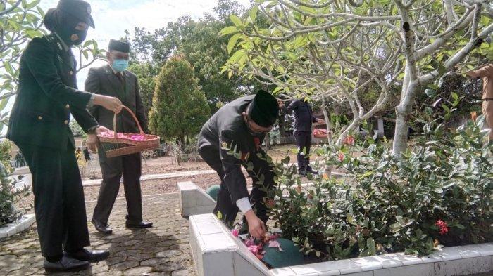 Tabur Bunga di Makam Pahlawan, Pjs Gubernur Jambi: Kita Tinggal Meneruskan Perjuangan Pahlawan Kita
