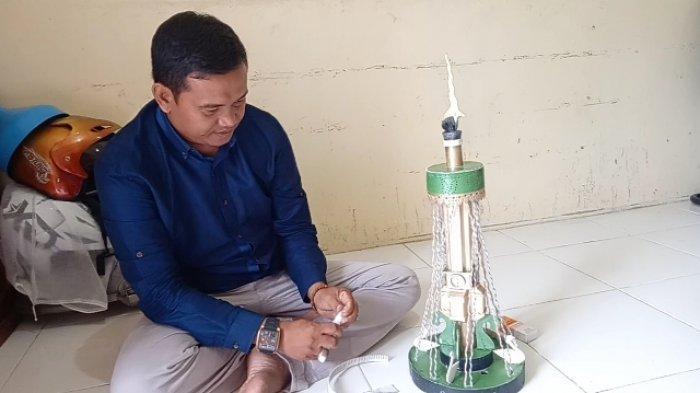 Peduli Dengan Kerusakan Lingkungan, Tamsil Hasilkan Miniatur Landmark Kota Jambi Dari Bahan Bekas