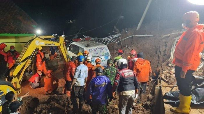 LONGSOR Tanah Sumedang Jawa Barat,11 Orang Tewas Termasuk Komandan Koramil dan Pejabat BPBD