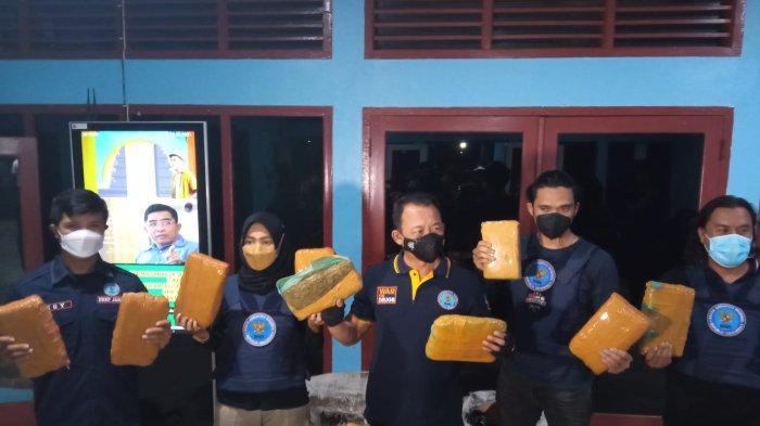 Modus Pengiriman Ikan Asin Melalui Bus dari Medan, Kurir 45 Ganja Diringkus BNNP Jambi