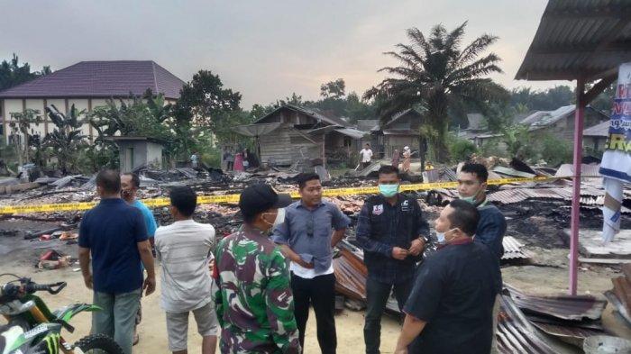 Telah terjadi kebakaran di Jalan Merdeka Barat RT. 04 dan RT. 30 Desa Purwodadi tadi malam sekitar jam 12.06 WIB.