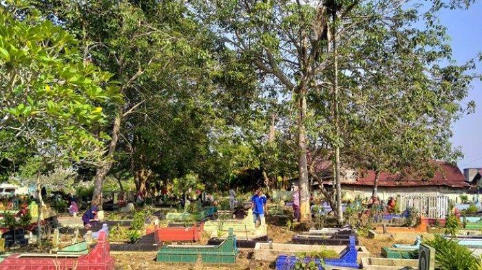 Ziarah Kubur Jelang Ramadan Merupakan Momen Spesial bagi Masyarakat Jambi dan Penjual Bunga Tabur