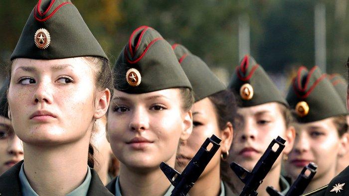 Wajah Cantik Tapi Bengis di Medan Tempur: Tentara Wanita Ini Dilatih Keras