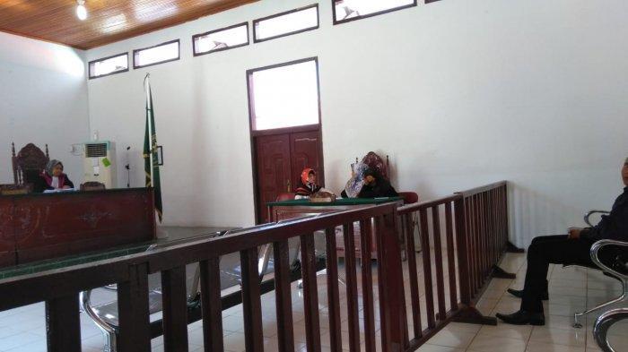 BREAKING NEWS, Bunuh Suami, Ester Pingsan Dengarkan Vonis yang Dibacakan Hakim PN Bungo