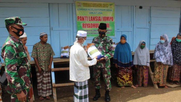 Bantuan Danrem Diserahkan ke Panti Jompo,Terdampak Pandemi Covid-19