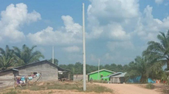 Dua Tahun Berdiri, Tiang PLN di Desa Pemayungan Tebo Belum Juga Dialiri Listrik