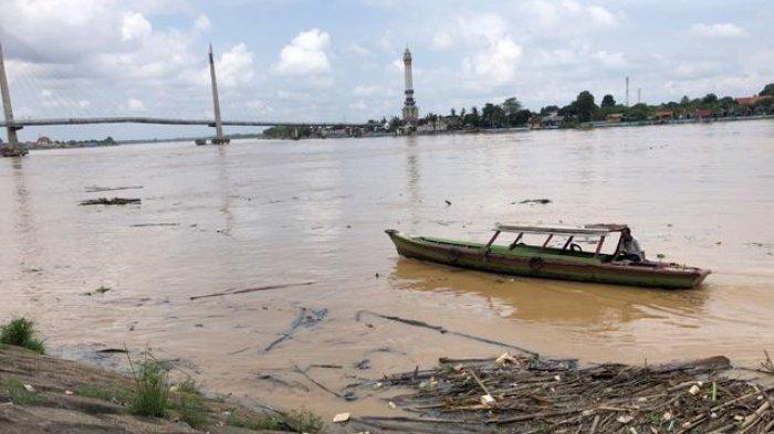 Tinggi Air Sungai Batanghari di Kota Jambi Mencapai 13 Meter