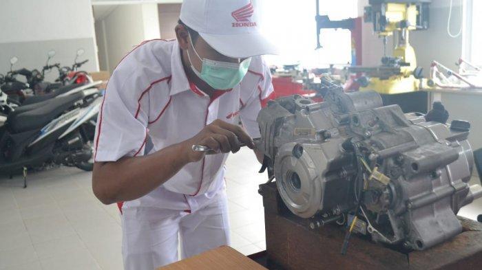 AHM Revitalisasi TUK di SMK Mitra Binaan Untuk Peningkatan Kualitas Pendidikan Vokasi