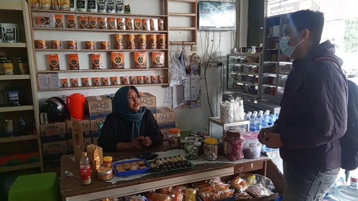 Toko Oleh-Oleh Maugi di Bajuri, Taktik Bisnis Buka Mulai dari Subuh