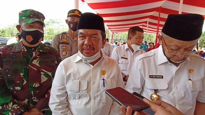 Tontawi Jauhari bersama Bupati Sarolangun Cek Endra menghadiri peresmian Kecamatan Mandiangin Timur