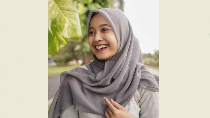 Tutorial Hijab Segi Empat Jadi Pashmina Ala Falshinta 3 Style Hijab Yang Bisa Hijabers Tiru Tribun Jambi