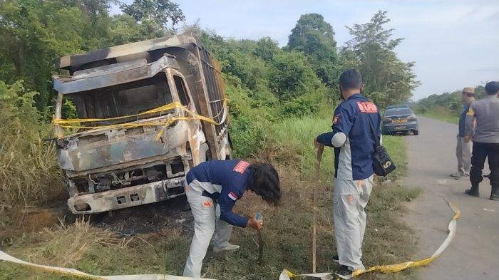 Melintasi Simpang Puting, Truk Pengangkut Batu Bara Dibakar Orang Tak Dikenal, Korban Jalani Visum