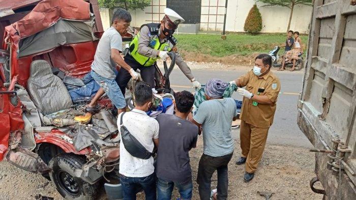 Melaju Kencang dari Palembang, Truk Engkel Hantam Fuso di Muarojambi, Dua Orang Tewas di TKP