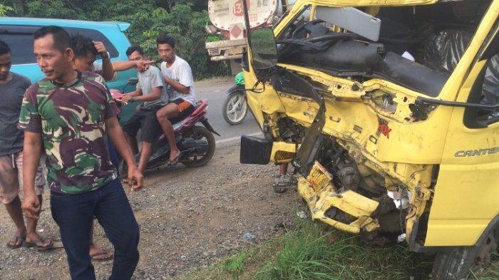 BREAKING NEWS Truk Hantam Sisi Kanan Mobil Tangki Pertamina di Batanghari Akibatkan Macet Panjang