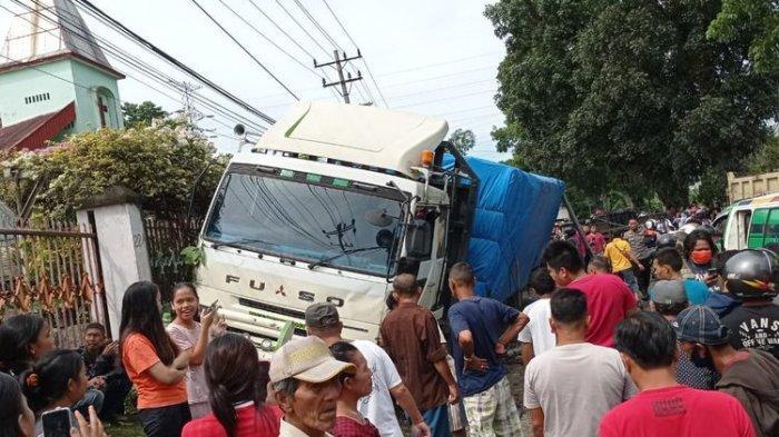 3 Bocah Bersaudara dan kakeknya Tewas Diseruduk Truk Kontainer, Tabrakan Beruntun 7 Mobil & 5 Motor