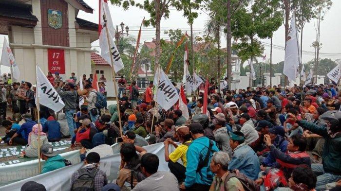 Tuntut Penyelesaian Konflik Wilayah Kelola Rakyat, Ratusan Petani di Tebo Unjuk Rasa