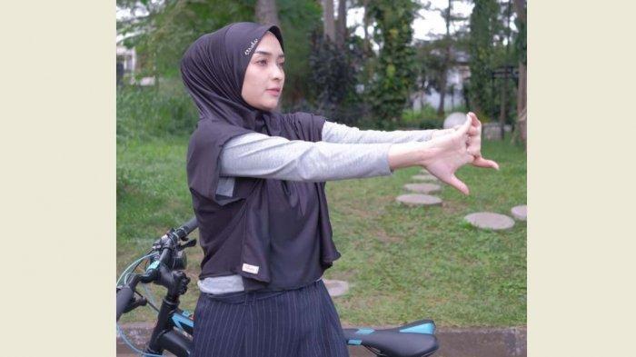 10 Tutorial Hijab Sporty Untuk Olahraga Dari Pashmina Segi Empat Hoodie Turban S D Syar I Tribun Jambi