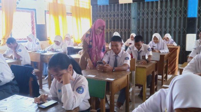 Ratusan Siswa Sekolah Favorit di Sarolangun Gunakan Perangkat Android Untuk Ujian