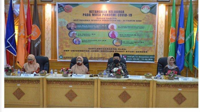 Dharma Wanita Persatuan (DWP) Universitas Jambi bersama Pusat Studi Gender Universitas Jambi, menggelar Webinar dengan tema 'Ketahanan Keluarga Pada Masa Pandemi Covid-19'