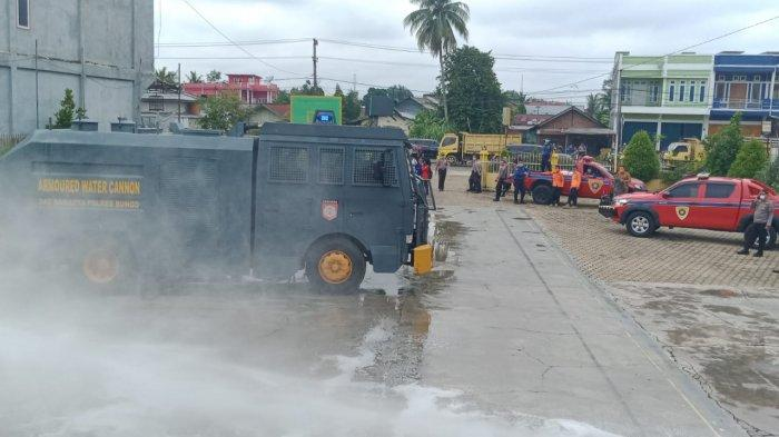 Cegah Corona, Walikota Sungai Penuh Sisir Kawasan Strategis Semprotkan Disinfektan