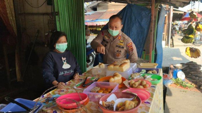 Upaya mendorong perekonomian UKM masyarakat Kabupaten Tanjabbar, Polres melakukan gerakan dengan membeli panganan dari jualan masyarakat sekitar sebagai konsumtif dalam kegiatan Polres.