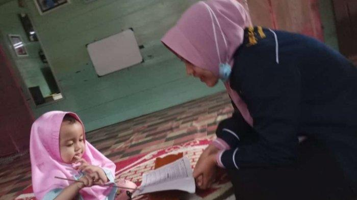 Uswatun Khasanah, Mahasiswi di Kuala Tungkal Ini Mengajar Mengaji Anak-anak dari Rumah ke Rumah