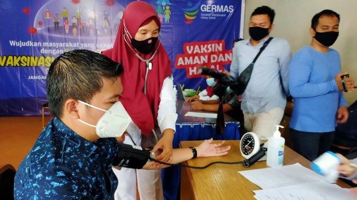 Perwakilan tokoh masyarakat di Batanghari menerima suntikan dosis vaksin kedua, Kamis (11/2/2021).