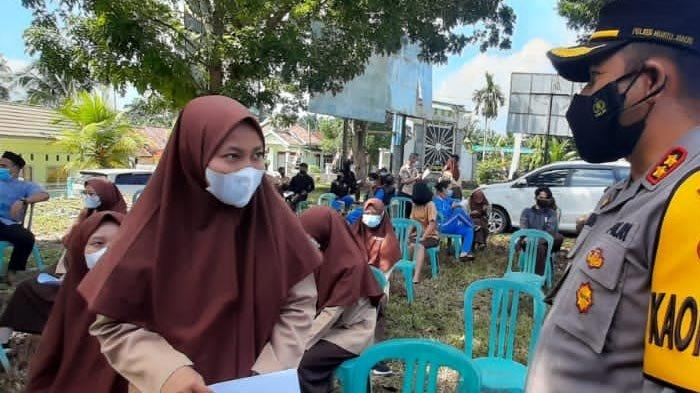 Polres Muarojambi Vaksin 600 Siswa SMA dan SMK di Sungai Bahar