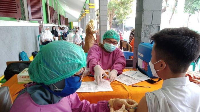 Walau Melaksanakan PTM, SMPN 1 Kota Jambi Juga Menggelar Vaksinasi Covid-19