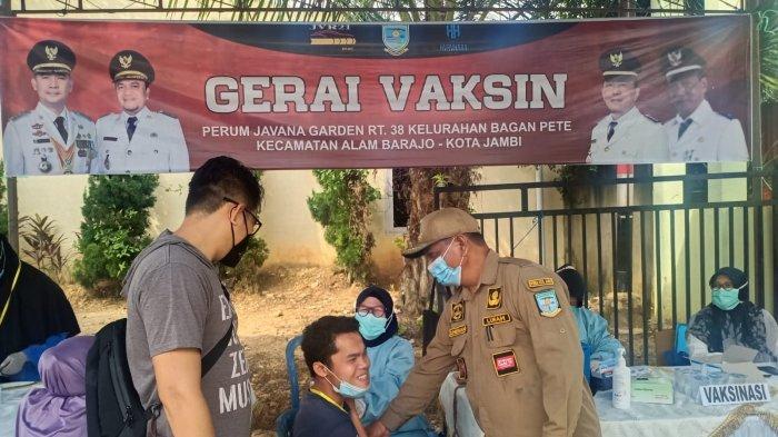 Vaksinasi Covid-19 di Perumahan Javana Garden Kota Jambi, Ketua RT 38 Ajak Warga untuk Divaksin