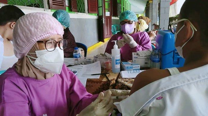 Jelang PTM 4 Oktober, Guru dan Staf SMPN 1 Kota Jambi Lakukan Rapid Test, Hasilnya