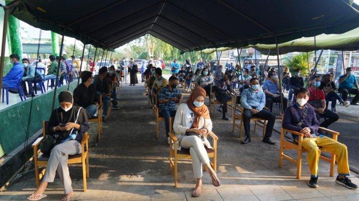 Ribuan Masyarakat Masih Antre untuk Vaksinasi Massal di Korem 042/Gapu Hari Ketiga